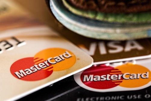Wie man eine Kreditkarte richtig benutzt - Schulden tilgen!